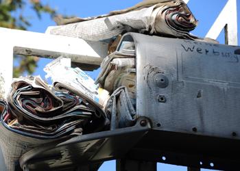 ein völlig überfülter Briefkasten