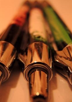 drei Kugelschreiber in Nahaufname