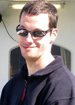 Sven mit Sonnenbrille bei Sonnenschein